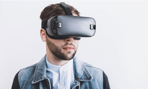 A man wearing VR glasses